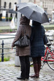Two women standing in the rain Royalty Free Stock Photography