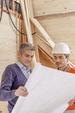 Two workers in a construction site Royalty Free Stock Images