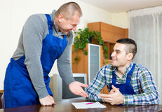 Two workers study documents Royalty Free Stock Photos