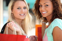 Two 20 years old girls. A blonde and a metis doing shopping Royalty Free Stock Photography