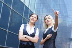 Two young and attractive Caucasian businesswomen Royalty Free Stock Photos
