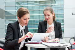 Two young business women Royalty Free Stock Photography