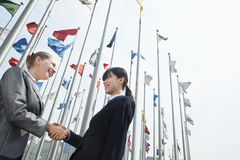 Two young businesswomen shaking hands outdoors Stock Photography