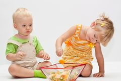Two young children eating fruits Stock Photography
