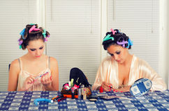Two young housewives beautifying themselves Royalty Free Stock Photos