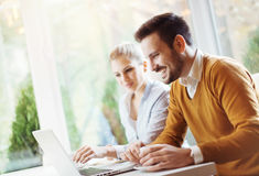 Two young people using a laptop Royalty Free Stock Photos