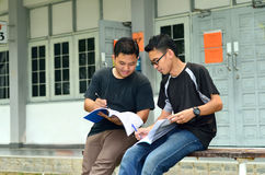 Two young student reading books Stock Photography
