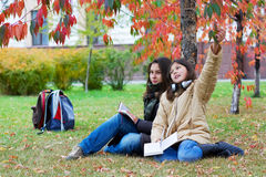 Two young teenage students between classes. Royalty Free Stock Photos