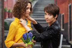 Two young woman on the city street Royalty Free Stock Photography