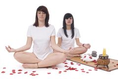 Two young woman doing yoga Royalty Free Stock Photos