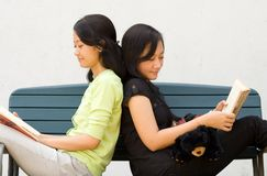 Two Young Woman Enjoy Reading Stock Photography
