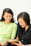 Two young woman in happy reading Stock Photography