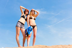 Two young women with blue sky in summer Royalty Free Stock Photography