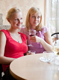 Two young women in cafe Royalty Free Stock Photos