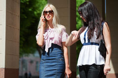 Two young women on a city street Royalty Free Stock Photos