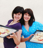 Two young women cooking Royalty Free Stock Images