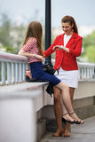 Two young women friends chatting in city Royalty Free Stock Photos