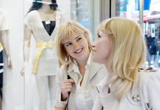 Two young women near a show-window of shop Royalty Free Stock Images