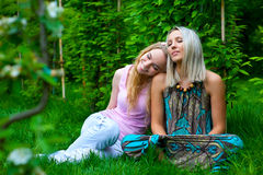 Two young women relaxing Royalty Free Stock Photos