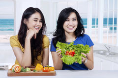 Two young women showing fresh salad Stock Photography