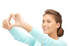 tworzący palec obramia uroczej kobiety Fotografia Royalty Free