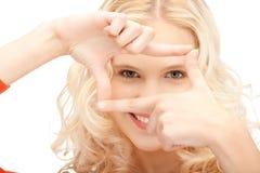 tworzący palec obramia uroczej kobiety Fotografia Stock