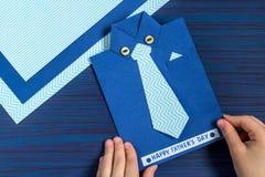 Tworzenia kartka z pozdrowieniami dla ojca ` s dnia dzieckiem Krok 1 Zdjęcie Stock
