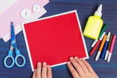 Tworzenie kartka z pozdrowieniami dla Macierzystego ` s dnia dzieckiem krok Fotografia Stock
