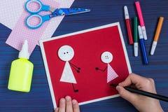 Tworzenie kartka z pozdrowieniami dla Macierzystego ` s dnia dzieckiem krok Zdjęcie Stock