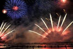 Tworzenie Wszechrzeczy †'Spektakularni fajerwerki przy Krylatskoye Zdjęcia Stock