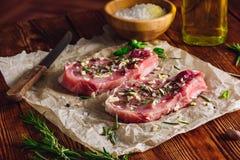 Twu ziobro stek Przygotowywający z pikantność dla Smażyć Fotografia Stock
