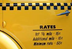 Táxi de táxi castanho-aloirado Foto de Stock Royalty Free