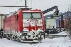 TXL 185 404-1 med transport för fraktdrev i Halden Arkivbilder