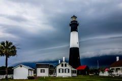 Tybee海岛有雷和闪电的海滩灯塔 库存图片