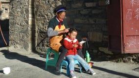 Tybetańczyk córka i matka zdjęcia stock