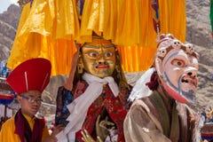 Tybetańscy Buddyjscy lamas w mistycznych maskach wykonują obrządkowego Tsam tana Hemis monaster, Ladakh, India Obrazy Stock