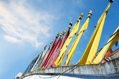Tybetańska modlitwa zaznacza pyllons fotografia stock