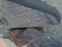 Tybetański język rzeźbiący na Marnyi kamieniu obrazy royalty free