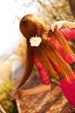 Tyck om livet, härlig kvinna i natur Royaltyfri Foto