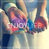 tyck om livstid Händer med många färger Arkivbilder