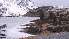 Tyck om vintern i bergen stock video