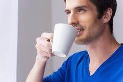 Tycka om hans morgonkaffe Royaltyfria Bilder