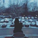 Tycka om snön under vinter Arkivbilder