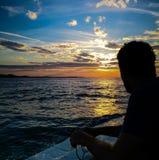 Tycka om solnedgången på kustlinjen royaltyfria bilder