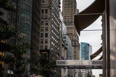 Tyffany och Co lagra framdelen i NYC på den 5th avenyn Arkivbild