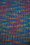 tyg stucken textur Closeupsikt av den mångfärgade tygärmlös tröja Flerfärgad abstrakt bakgrund och textur för formgivare colo Royaltyfria Bilder