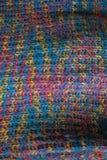 tyg stucken textur Closeupsikt av den mångfärgade tygärmlös tröja Flerfärgad abstrakt bakgrund och textur för formgivare colo Arkivbilder