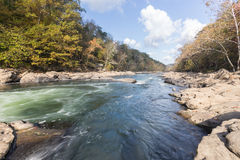 Tygart在岩石的河小瀑布在谷落国家公园 图库摄影