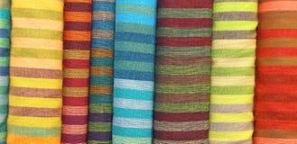 Tyger garn-färgade bakgrund för till salu hantverk Royaltyfri Bild