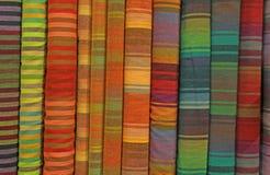 Tyger garn-färgade bakgrund för till salu hantverk Royaltyfria Bilder